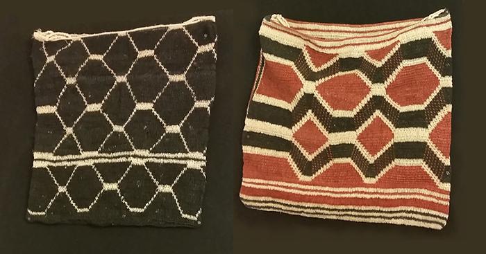 Dos mochilas tejidas en fibra natural.