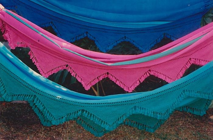 Foto de coloridas hamacas.